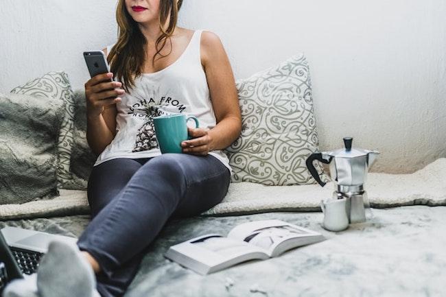 Smartphone, cinque o più ore al giorno aumentano rischio obesità