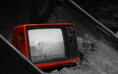 Adolescenti, troppi social e tv aumentano i sintomi depressivi